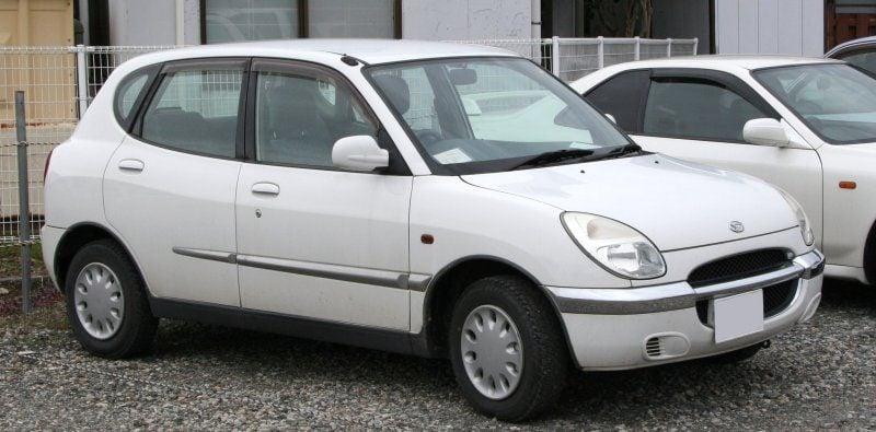 2000-2001_Daihatsu_Storia.jpg