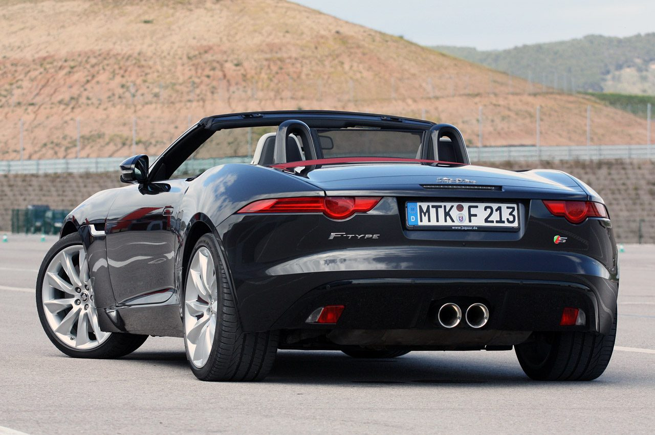 2014-Jaguar-F-type-Rear-Angle.jpg