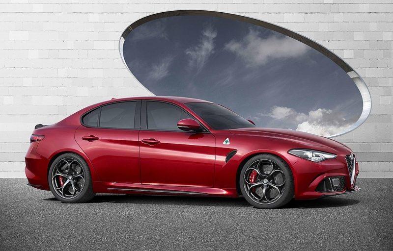 2016-Alfa-Romeo-Giulia-QV-4.jpg