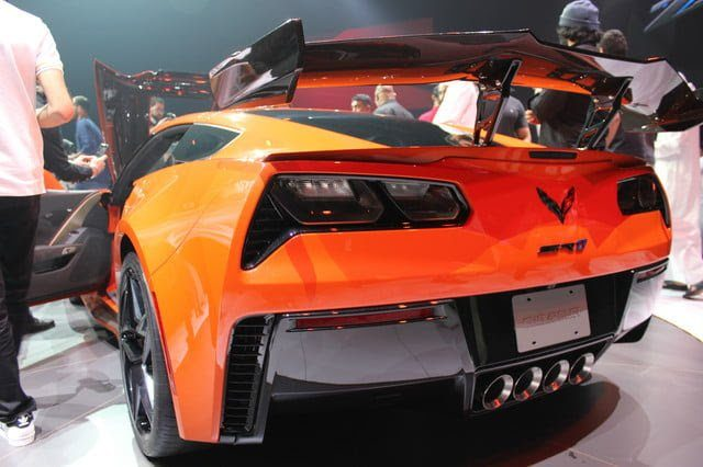 2019-corvettee-zr1-reveal-14-640x426-c.jpg
