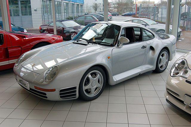 640px-Porsche_959_silver_at_Auto_Salon_Singen.jpg