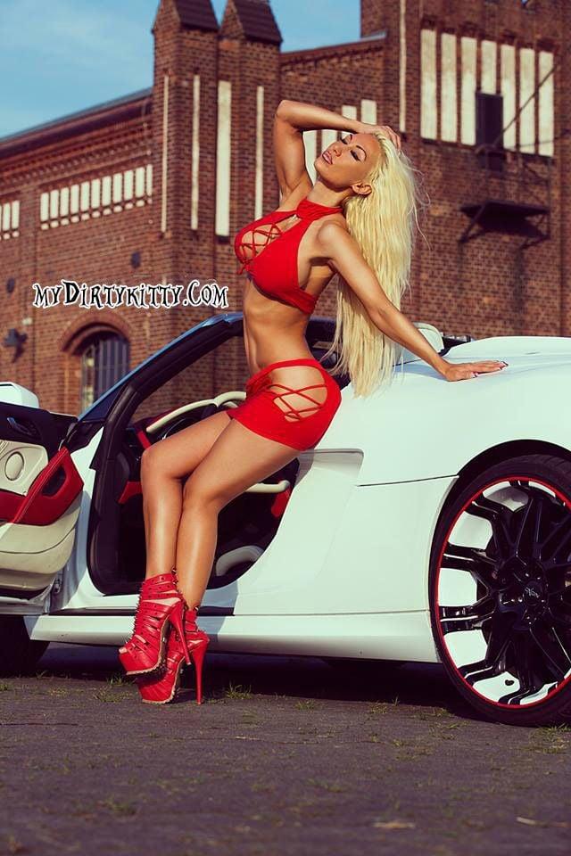 9e53739c88450c232f55cb4ac19639bc--grid-girls-sexy-cars.jpg