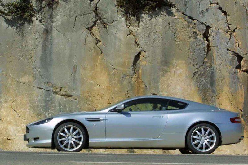 Aston_Martin_DB9_001.jpg