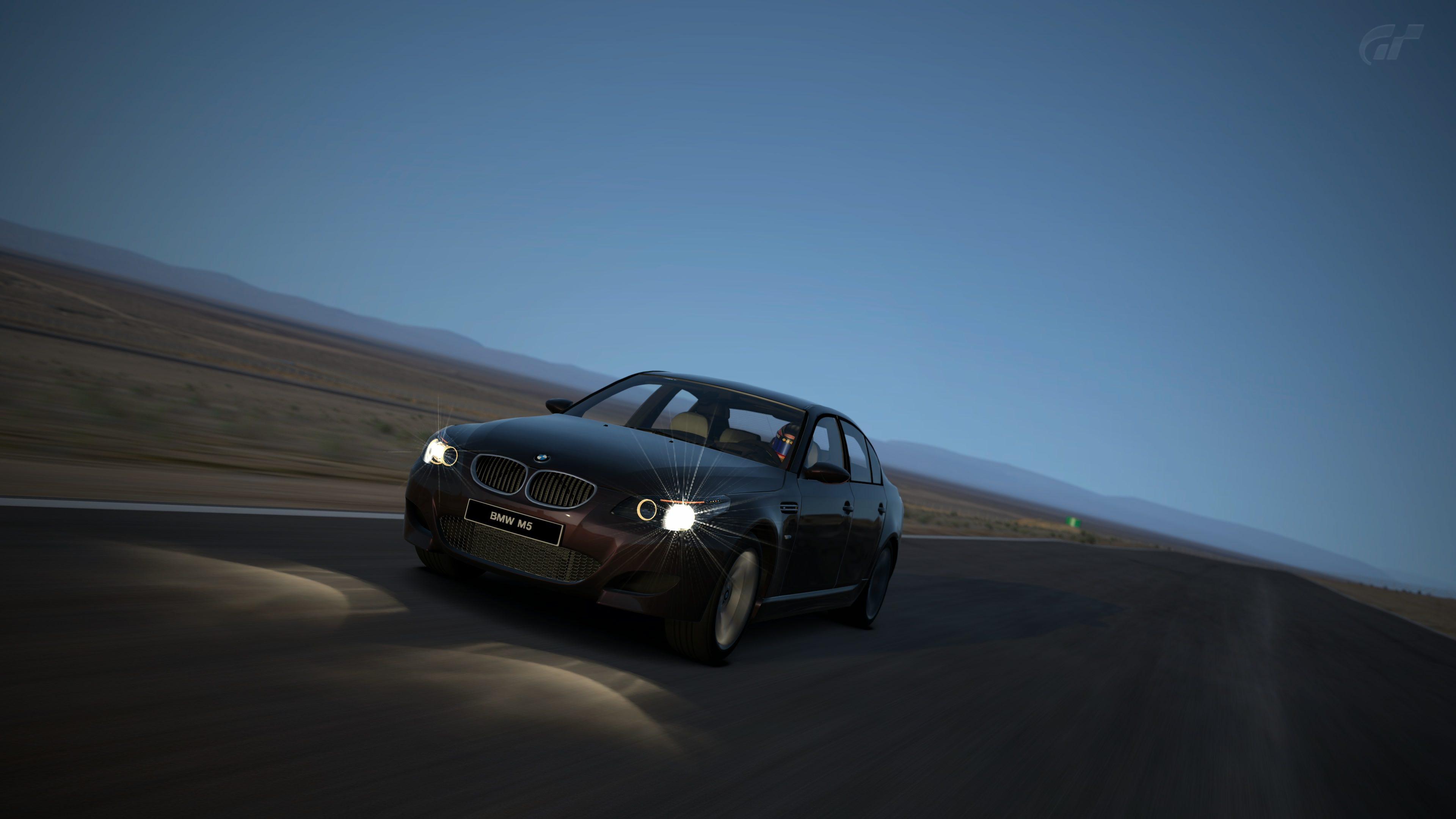 BMW M5 6-Speed '08 (1).jpg