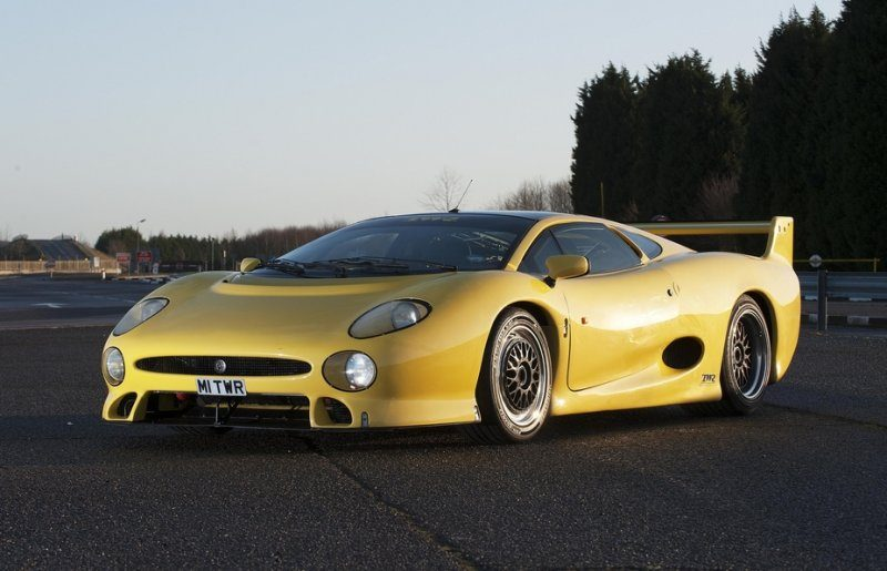 celebrating_20_years_since_the_jaguar_xj220_large_84419.jpg