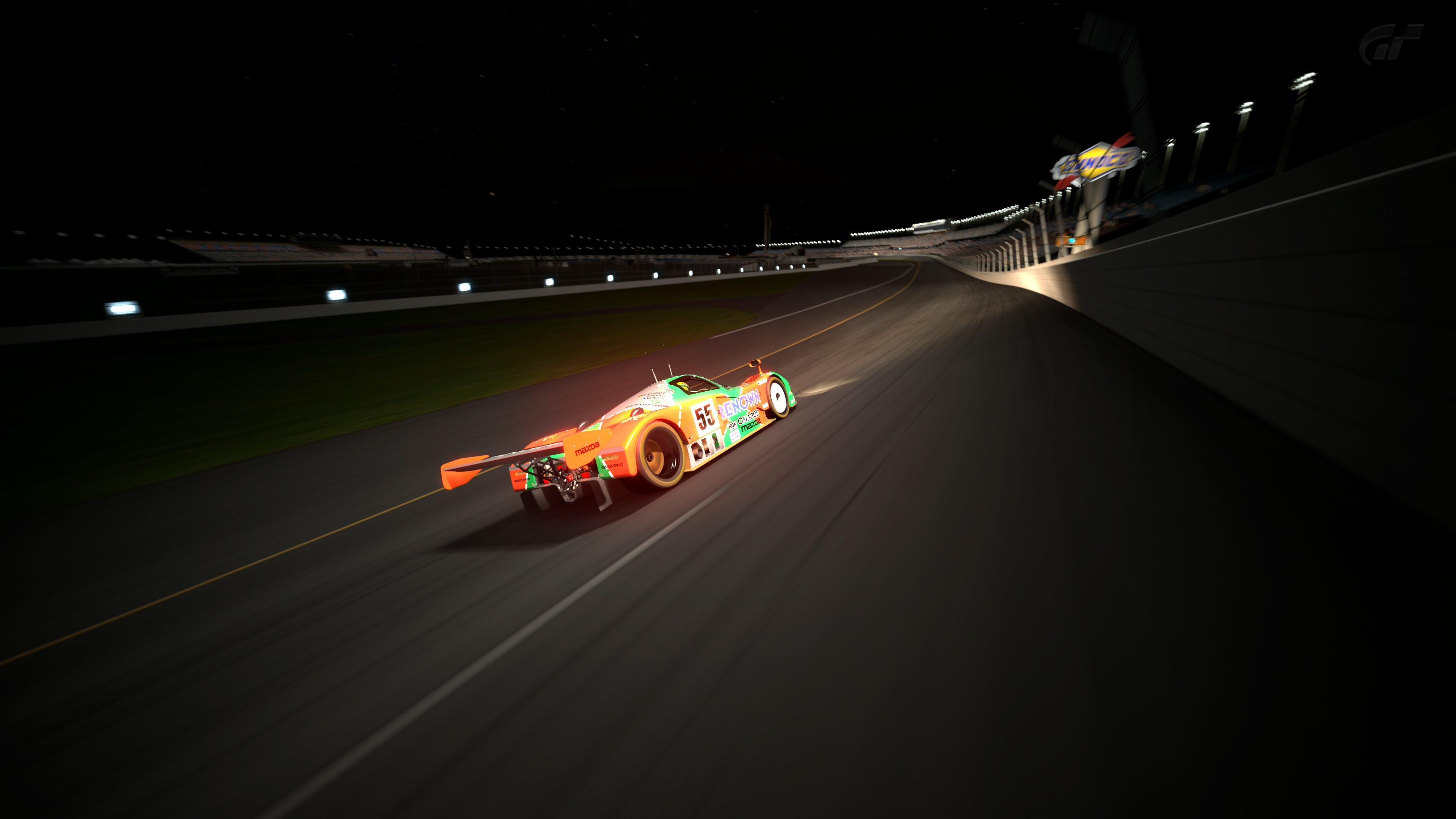 Daytona International Speedway.jpg