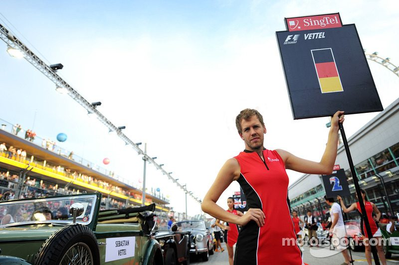 f1-singapore-gp-2013-grid-girl-for-sebastian-vettel-red-bull-racing.jpg