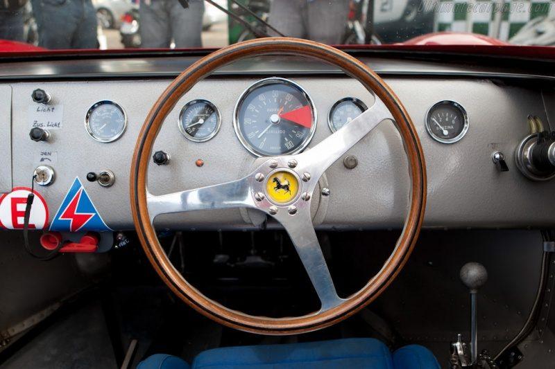 Ferrari-330-P (2).jpg