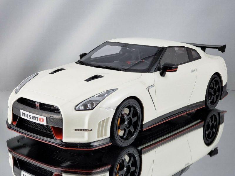 GT Spirit Nissan GT-R R35 Nismo White Resin 1.18-3.jpg