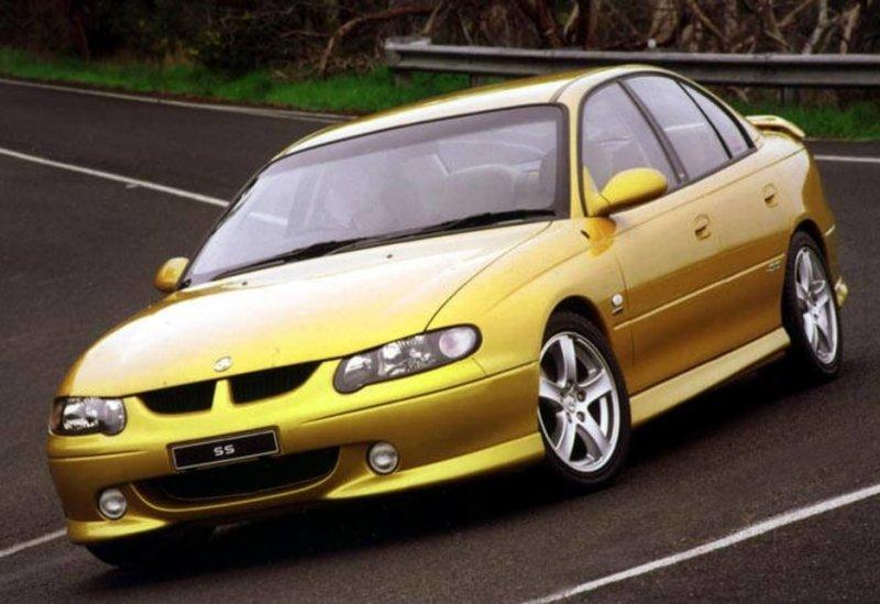 Holden-Commodore-VX-SS-sedan-2002-5.jpg