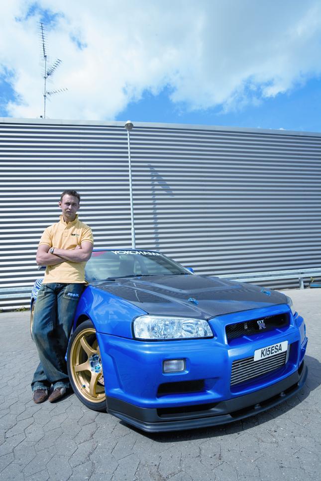 Kismo_and_car.jpg