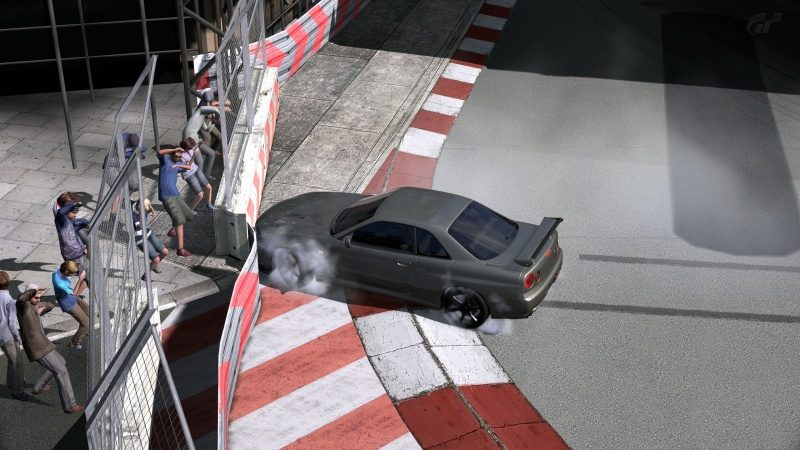 London City Circuit Spectators Ducking For Cover When Crashing At First Corner.jpg