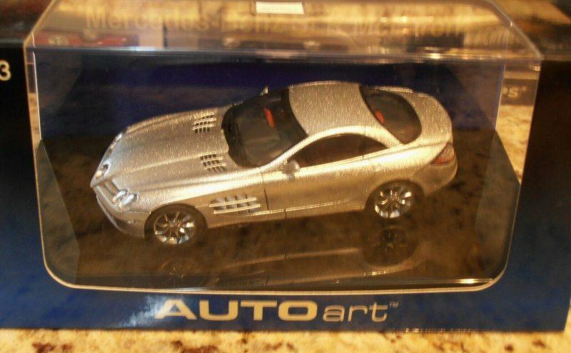 Mercedes-Benz SLR McLaren-AutoArt 1.43 Replica 4.jpg