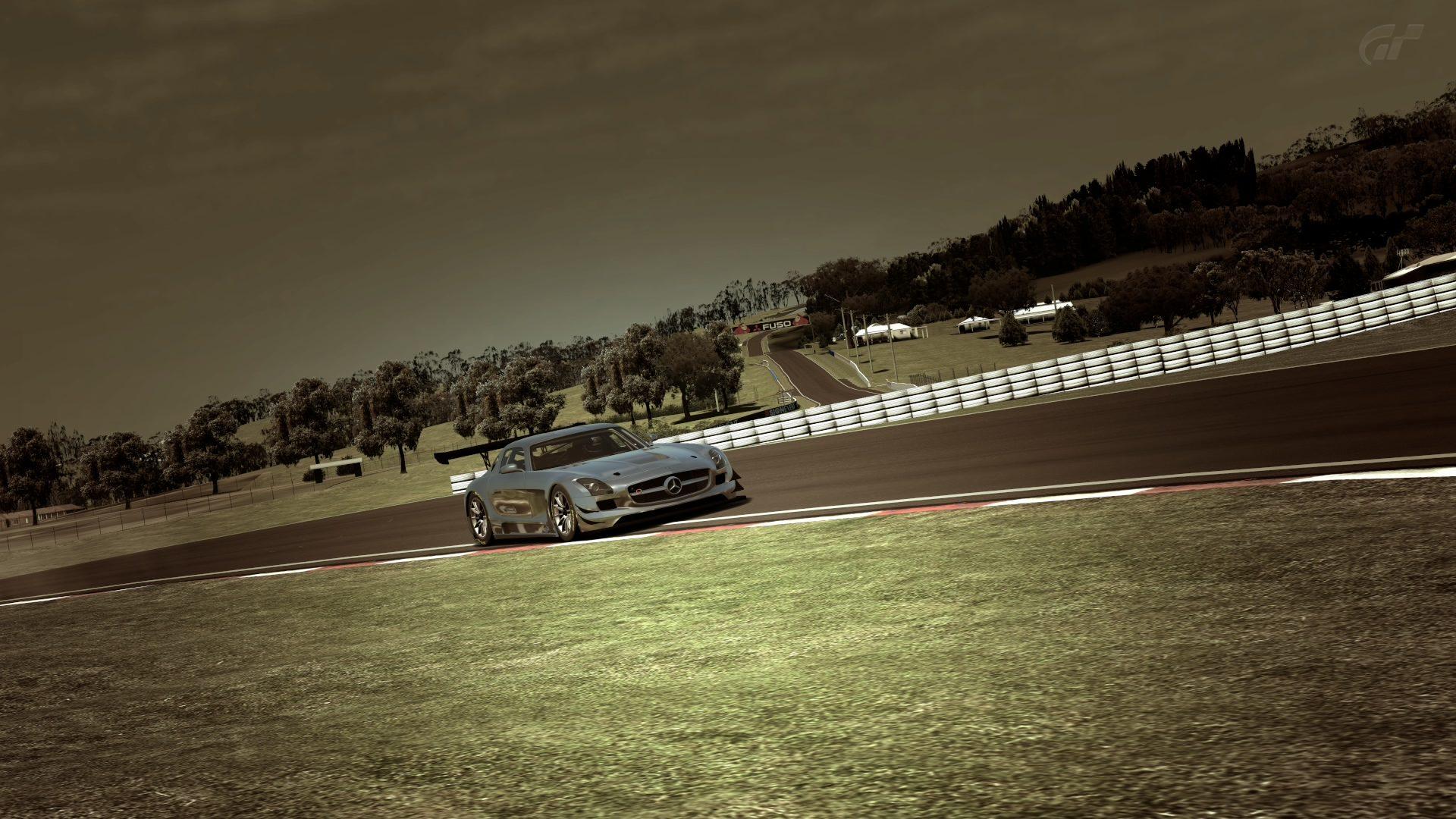 Mount Panorama Motor Racing Circuit_6 (2).jpg