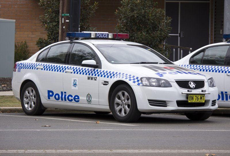 NSWPF_Holden_VE_(MY12)_Commodore_Omega_Series_II_at_Wagga_Wagga_Police_Station.jpg