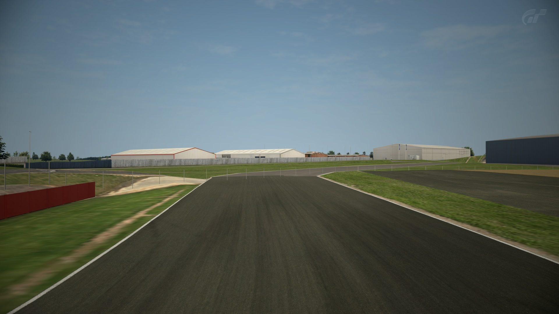 Silverstone Grand Prix scenery.jpg