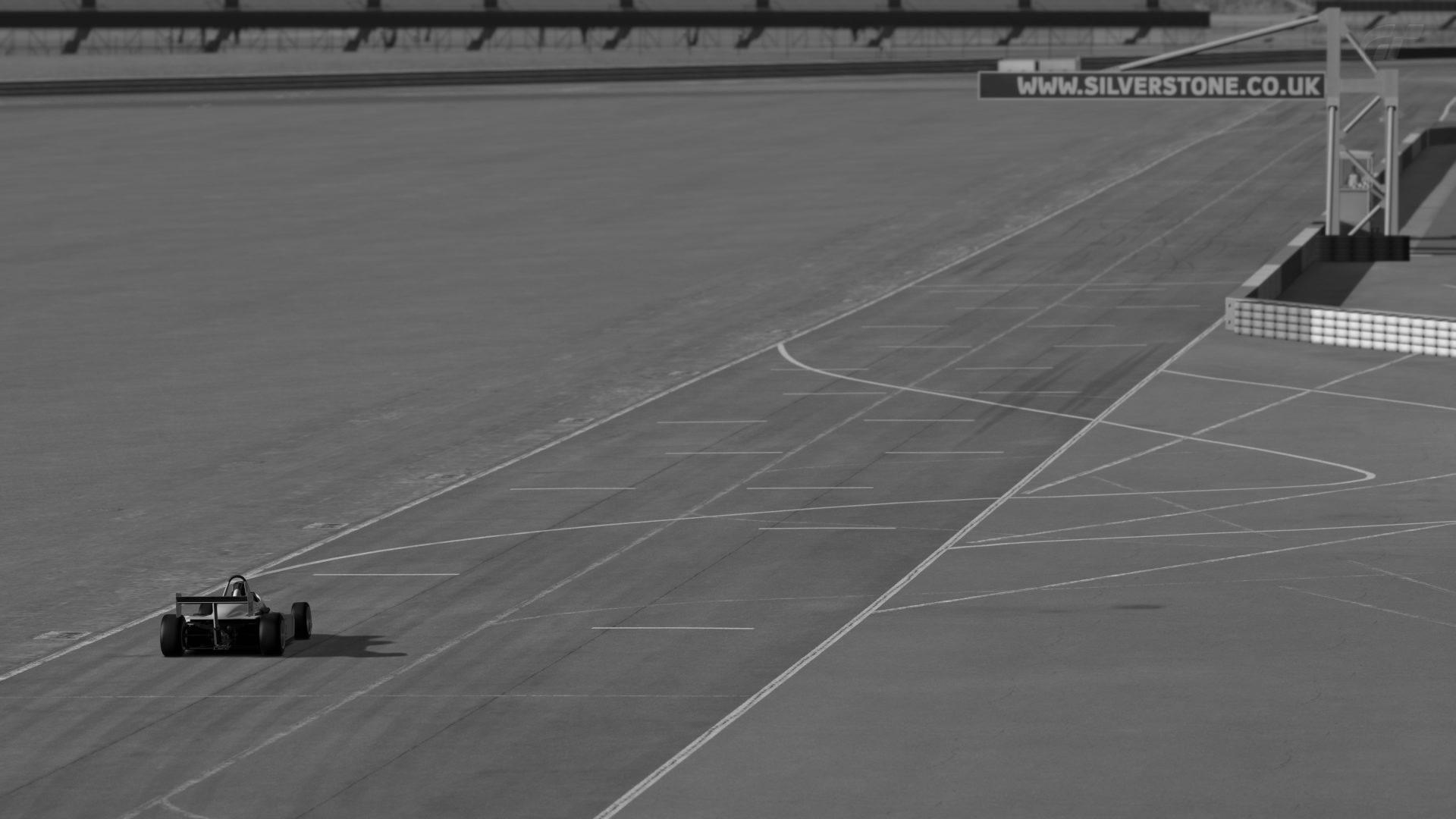 Silverstone_ Stowe Circuit_1.jpg