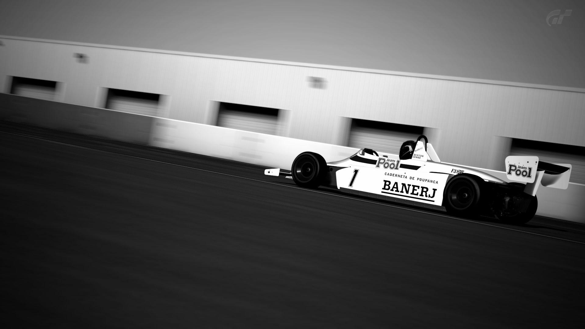 Silverstone_ Stowe Circuit_4.jpg