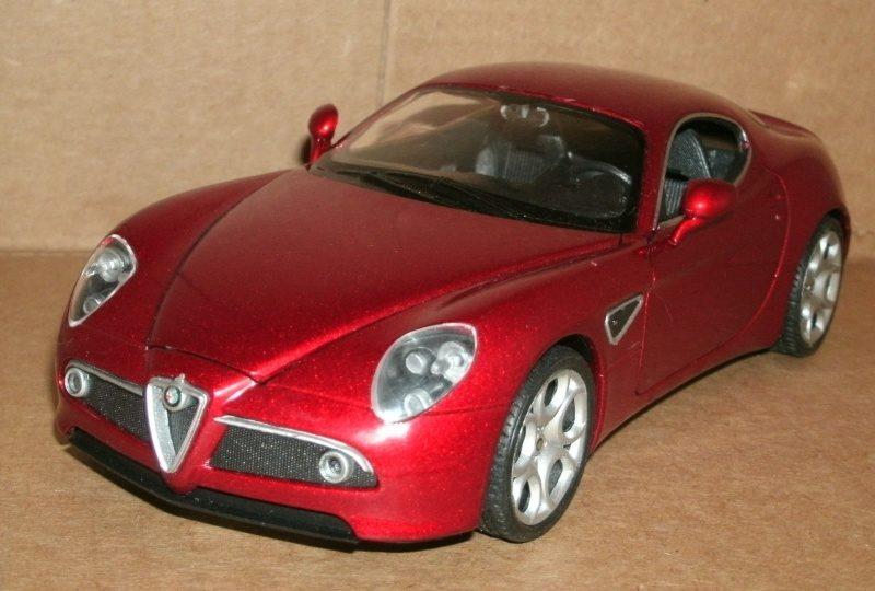 WELLY Alfa Romeo 8C Competizione Coupe Red 1.24-1.jpg
