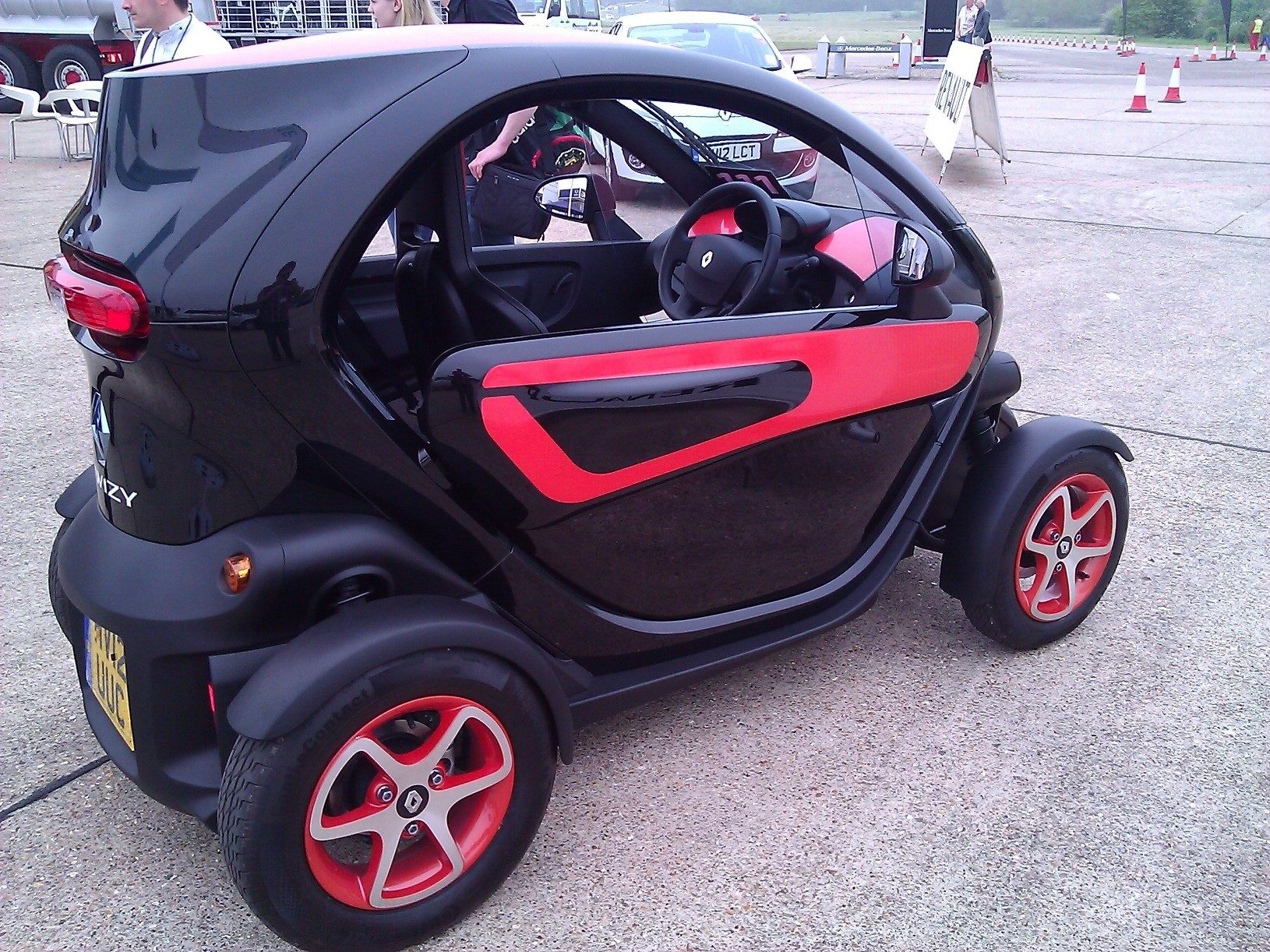 gtp cool wall 2012 renault twizy z e. Black Bedroom Furniture Sets. Home Design Ideas