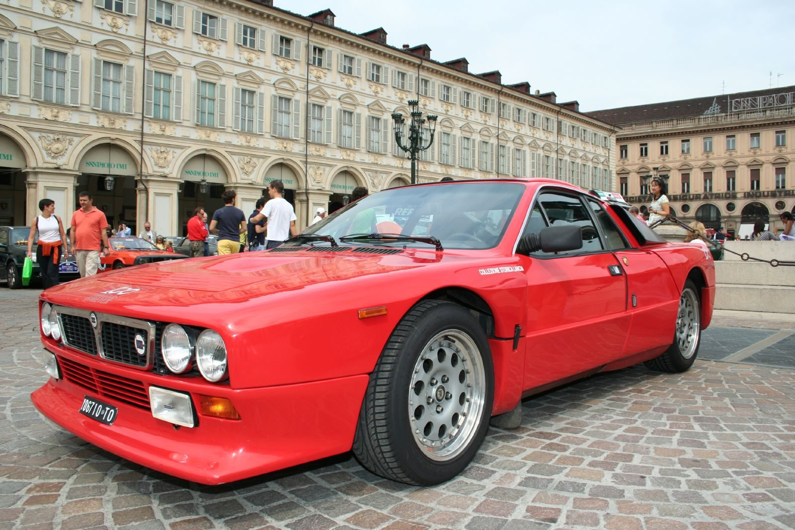 https://www.gtplanet.net/forum/proxy.php?image=http%3A%2F%2Fupload.wikimedia.org%2Fwikipedia%2Fcommons%2Fb%2Fbf%2FLancia_Rally_037_Stradale_01.jpg&hash=0e4854abe557e3d46bef65cae03c7d50