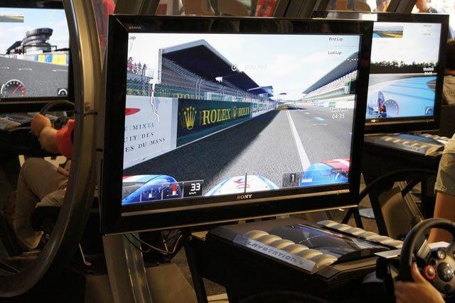 Forum gratis : Gran Turismo racers - Portal Gt5-lemans2010-booth-19