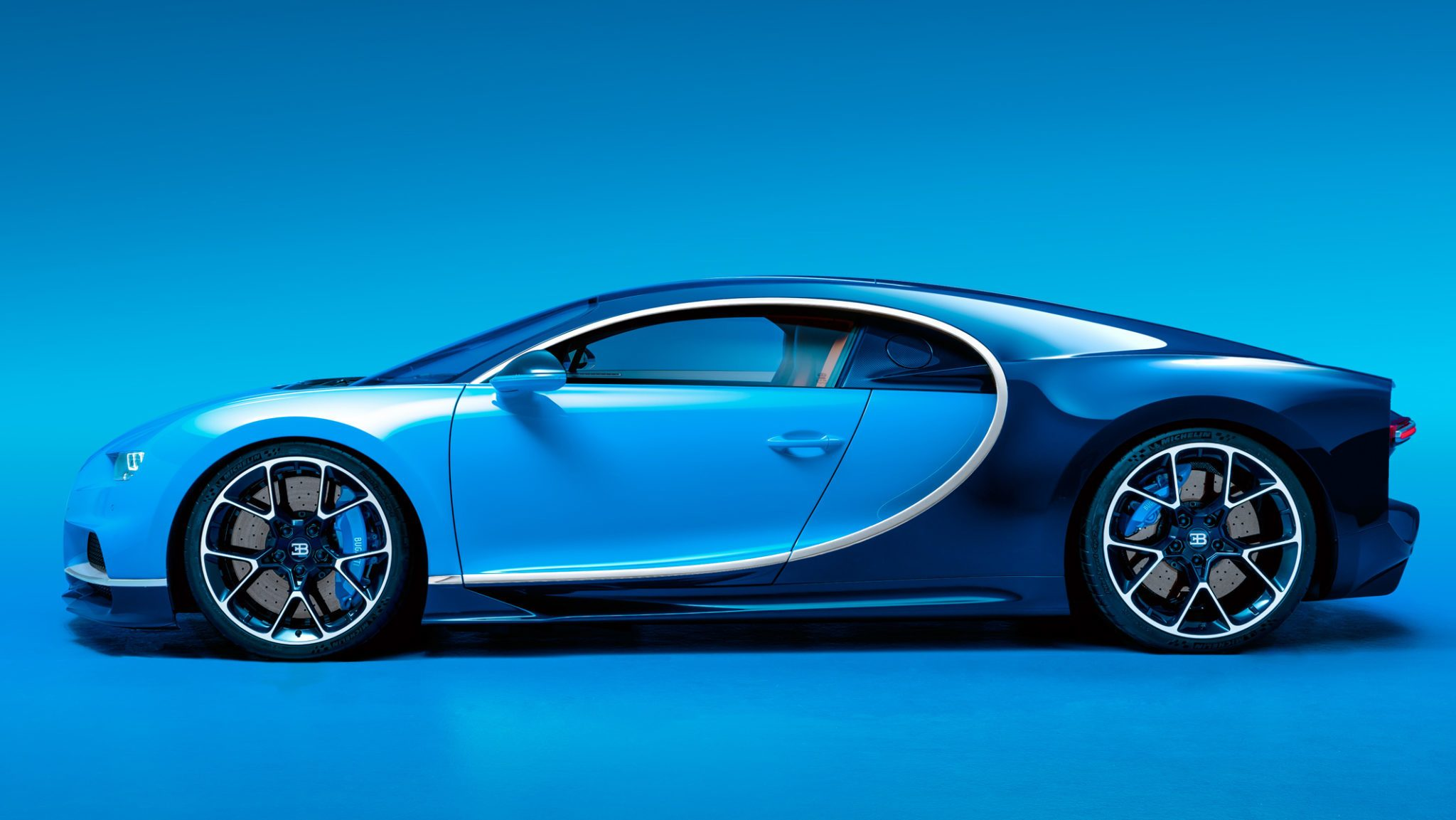 bugatti chiron is a 261mph 2 6 million show starter. Black Bedroom Furniture Sets. Home Design Ideas