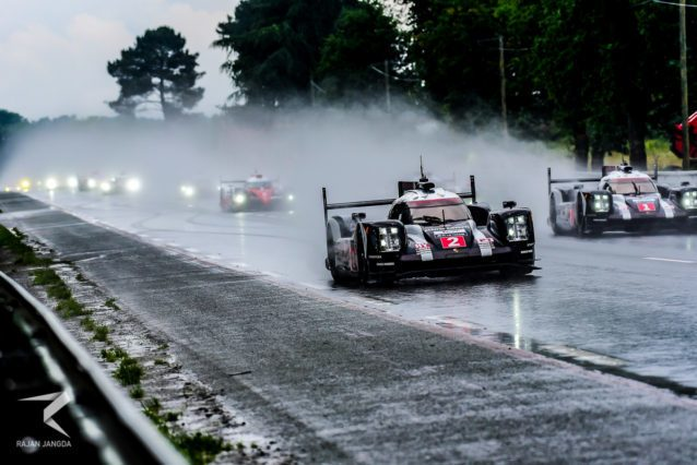 Two Porsche 919s leading the race in wet.