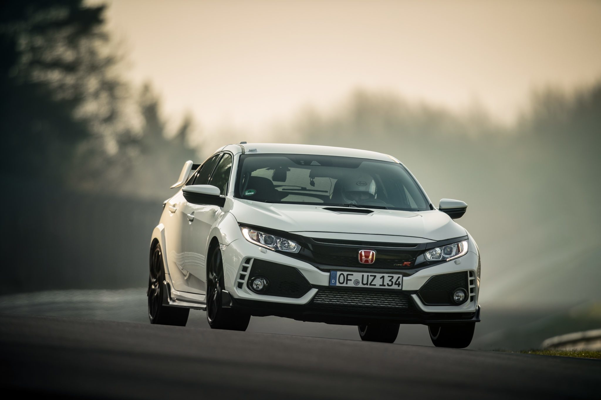 honda 39 s civic type r takes on the n rburgring and wins. Black Bedroom Furniture Sets. Home Design Ideas