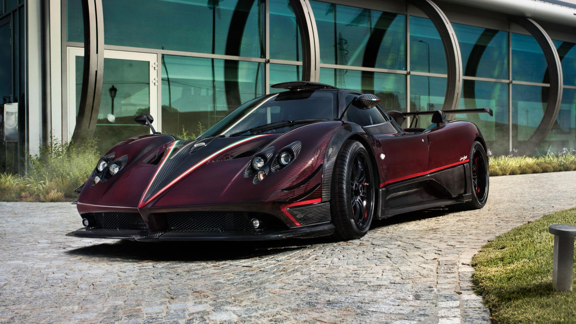 pagani zonda f returns from the dead as fantasma evo. Black Bedroom Furniture Sets. Home Design Ideas